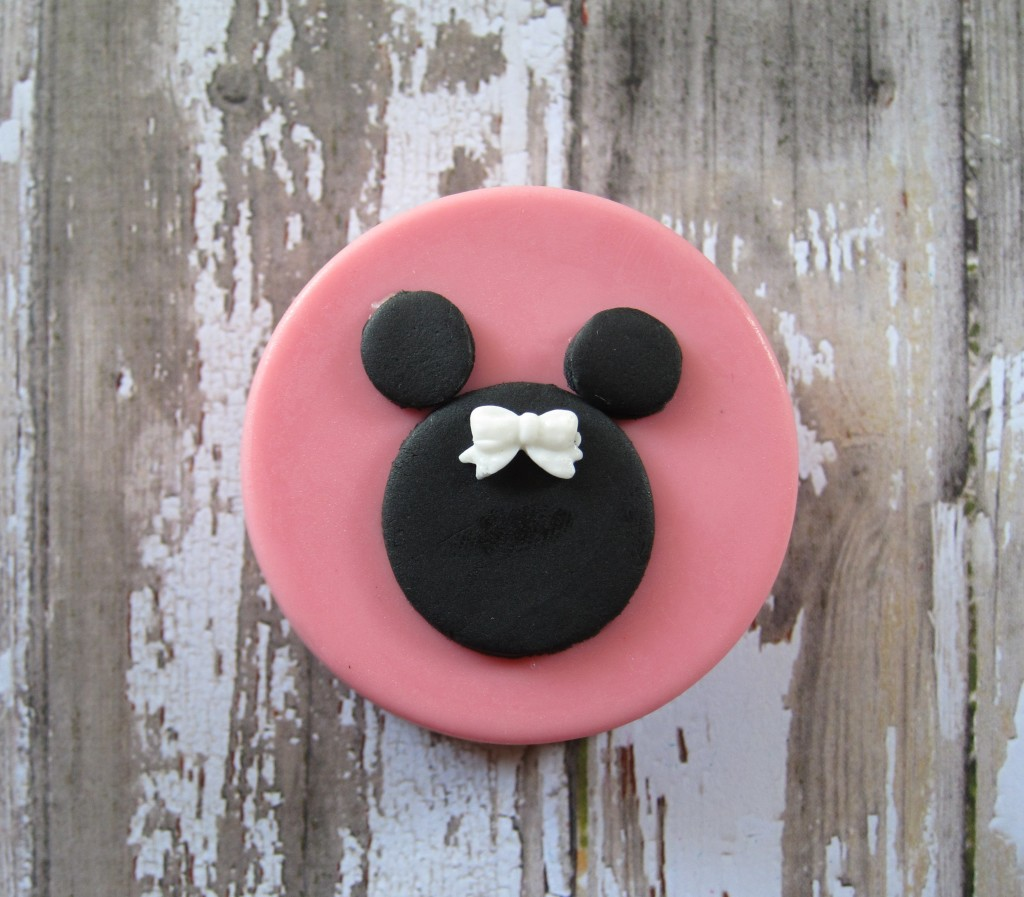Minnie Mouse Chocolate Covered Oreo
